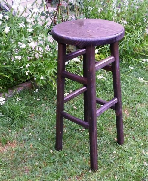 Дървен бар стол