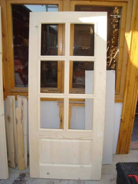 Масивна врата с шест отвора за стъкла