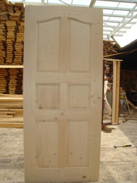 масивна таблена врата без лак