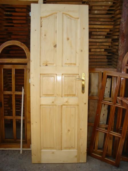 Масивна врата с шест табли с кобилица