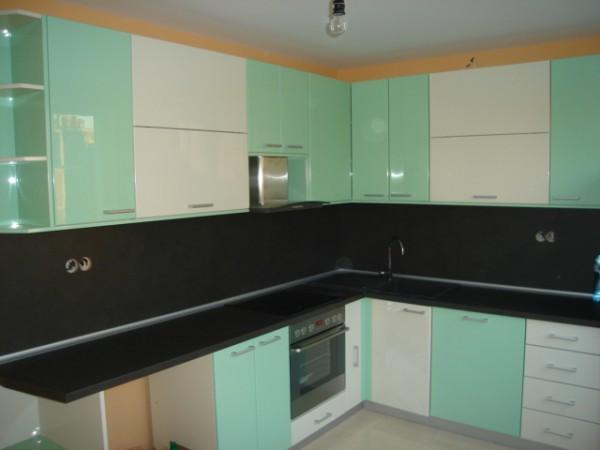 Кухня ПДЧ гланц в два цвята