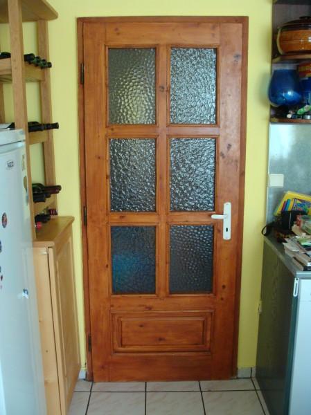 масивна врата с шест стъкла
