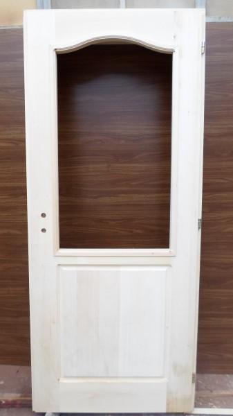 Масивна врата с една табла и  отвор за стъкло