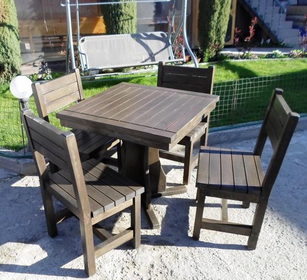 Дървена маса с 4 стола