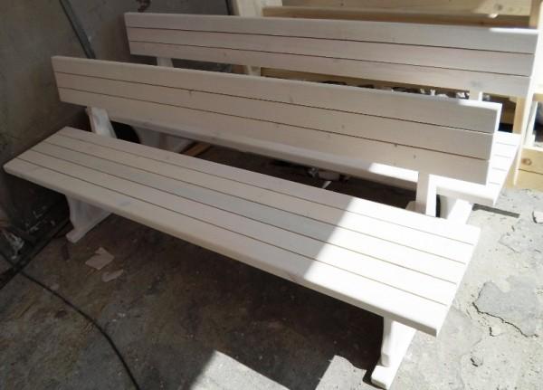 Дървени пейки