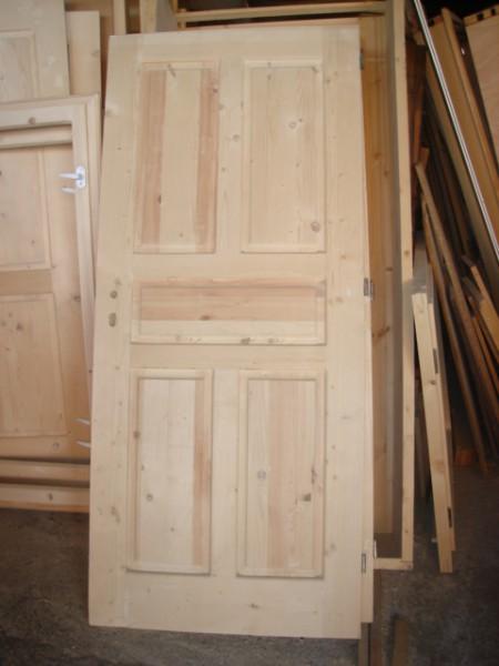 масивна врата с пет табли