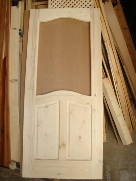 масивна таблена врата с кобилица и стъкло