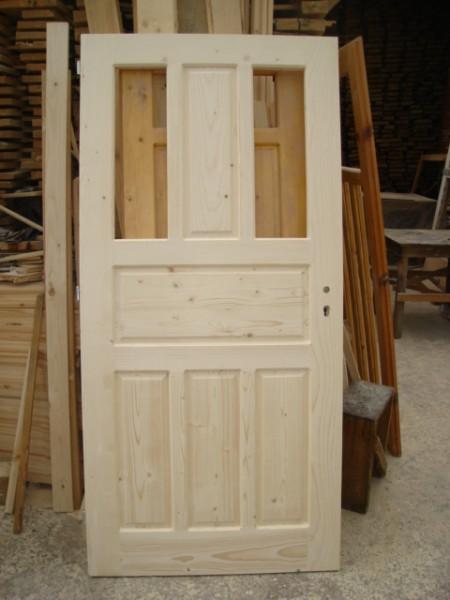 Масивна врата с пет табли и две стъкла