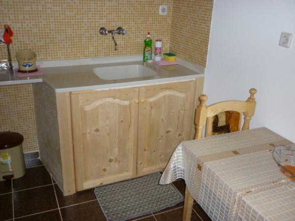 Масивен шкаф за мивка
