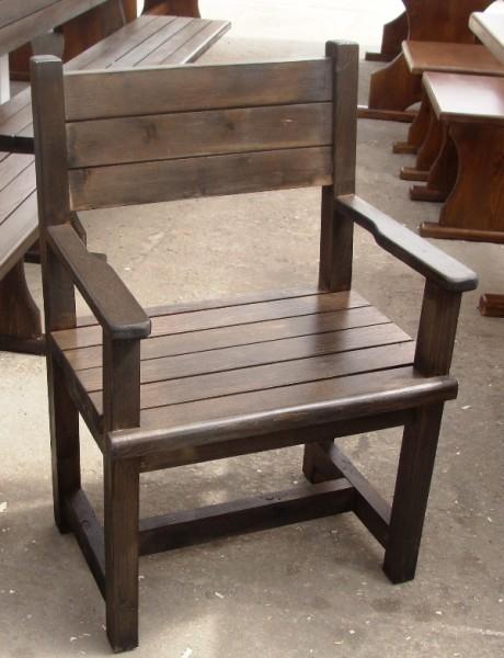 Дървен стол с подлакътник