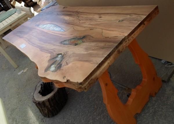 Битова дървена маса