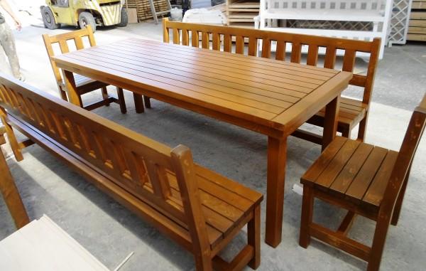 Дървени маси и столове за пицарии